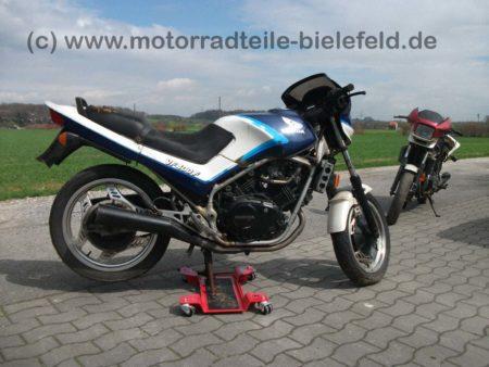 Honda_VF400F_blau_NC13_VF_400_500_700_750_Interceptor_1